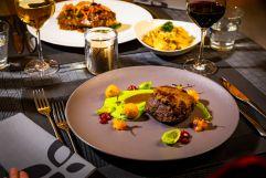 Köstliches Abendessen mit Fleischgenuss (c) Werner Krug (Genuss & Aktivhotel Sonnenburg - Kleinwalsertalhotels)