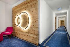Kreative Lichtinstalation im Gang (c) Foto Atelier Wolkersdorfer (IMPULS HOTEL TIROL)