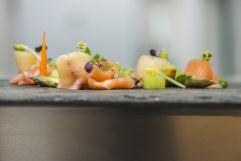 Lachs auf frischem Gemüse am Golserhof