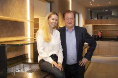 Larimar Gastgeber Johann Haberl und Daniela Lakosche im neuen Hotelshop Stil und Glanz (Hotel Larimar)
