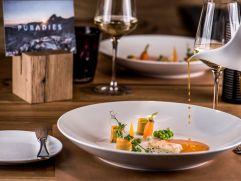 Leckerer Hauptgang mit Weinbegleitung (c) Peter Kuehnl (PURADIES Hotel & Chalets)