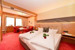 Liebevoll dekoriertes Doppelbettzimmer (c) Sascha Duffner (Hotel Jagdhof)