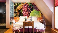 Liebevoll dekoriertes Doppelbettzimmer im Weingut Fritz Walter (c) Klaus Lorke No Limit Fotodesign (winzerhotels)
