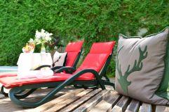 Liegen im Poolbereich des Hotels (c) Sascha Duffner (Hotel Jagdhof)