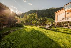 Liegewiese im Sommer (Naturhotel Rainer)