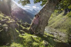 Mädchen beim Wandern im Habachtal (Wanderhotel Gassner)
