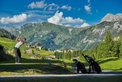 Mann beim Golfen (c) Golfclub Lech (Hotel Gotthard)