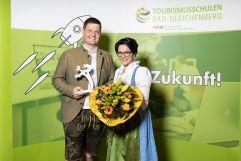 Michaela und Andreas Muster mit dem Tourismuspanter 2021 (c) Jean Van Luelik Photographer (Ratscher Landhaus)