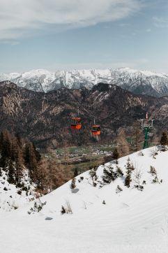 Mit der Gondel zu den schönsten Skipisten Österreichs (Hotel Goldenes Schiff)