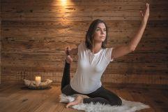 Mit Yoga in den Tag starten (c) www.dberchtold.com (Alpzitt Chalets)