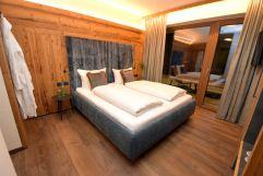 Modern eingerichtetes Doppelzimmer (Chalets & Apartments Wachterhof)