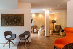 Moderne Hotellobby (Naturhotel Rainer)