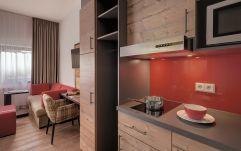 Moderne Küche im Wohlfühlappartement (c) guenterstandl.de. (Hotel Traumschmiede und Gasthof zur alten Schmiede)
