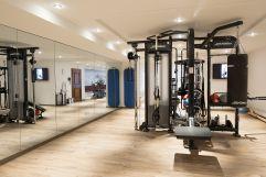 Moderner Fitnessraum (c) Dominik Zimmermann (Hotel Zürserhof)