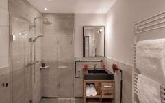 Modernes Badezimmer im Wohlfühlappartement (c) guenterstandl.de. (Hotel Traumschmiede und Gasthof zur alten Schmiede)