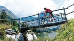 Mountainbiken im Naturparadies der Tuxer- und Zillertaler Alpen (c) Tourismusverband Tux (Alpinhotel Berghaus)