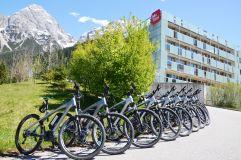 Mountainbikes vor dem Hotel (MyTirol)