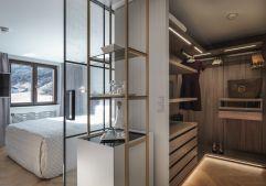 Neu designtes Einzelzimmer mit begehbarem Kleiderschrank (c) Rainer Hofmann Photodesign (Hotel Zürserhof)