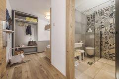 Neu gestalteter Eingangsbereich in den Suiten (c) Jan Hanser (Alpina Zillertal)