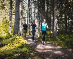 Nordic Walking in der Gruppe (c) Agentur Giggle (Hotel Quelle Nature Spa Resort)
