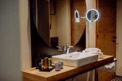 Offenes Badezimmer mit getrennter Toilette (c) Karin Bergmann (Ratscher Landhaus)