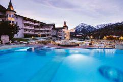Outdoor-Pool mit Blick auf verschneites Bergpanorama (c) Jenni Koller (Posthotel Achenkirch)