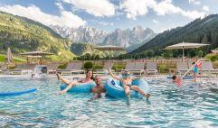 Outdoor-Schwimmbad für die ganze Familie (c) www.360perspektiven.at (Leading Family Hotel & Resort Dachsteinkönig)