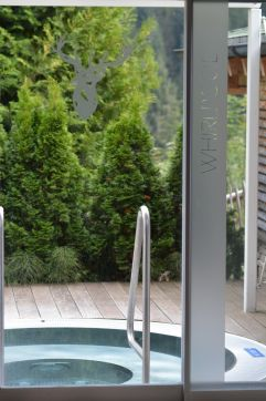 Outdoor Whirpool (c) Aileen Melucci (Wellnesshotel Walserhof - Kleinwalsertal Hotels)