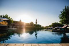 Outdoorpool bei Sonnenuntergang im Sommer (c) Karin Bergmann (Ratscher Landhaus)