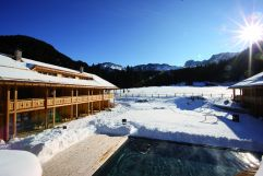 Outdoorpool im Winter (Tirler-Dolomites Living Hotel)