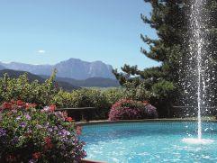 Outdoorpool mit Springbrunnen am Stephanshof (winzerhotels)