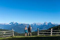 Pärchen beim Wandern (Tourismusverein Klausen)