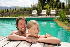 Pärchen im Pool (Gut Edermann)