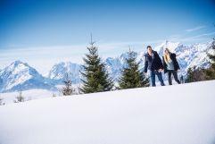 Pärchen in einer Winterlandschaft Silberregion Karwendel