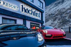 Porsche-Partner-Hotel Hochfirst mit Porsche vor dem Hoteleingang (c) Alexander Maria Lohmann