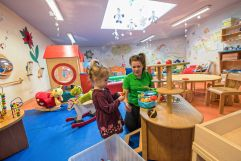 Professionelle Kinder- und Babybetreuung (Leading Family Hotel & Resort Alpenrose)