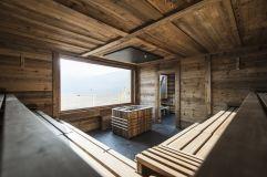 Professioneller Saunaaufguss in der Blockhaussauna (Alpin Panorama Hotel Hubertus)