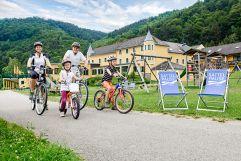 Radtour mit der ganzen Familie (c)kaindlstorfer (Riverresort Donauschlinge)