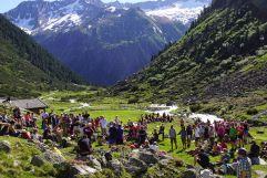 Rast auf der Bergwiese bei der  Friedenswanderung (Tourismusverband Krimml)