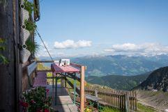 Rast beim Wandern in luftigen Höhen (c) Angélica Morales (TVB Silberregion Karwendel)