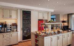 Reichhaltiges Frühstücksbuffet im 'Wohnzimmer' (c) Thomas Haberland (Hotel Traumschmiede und Gasthof zur alten Schmiede)