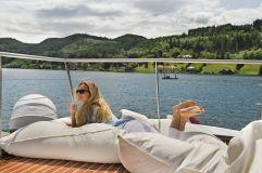 Relaxen auf den Sitzsäcken der Bootsterrasse (KOLLERs Hotel)