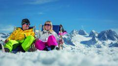 Relaxen auf der Skipiste © Bergbahnen Dachstein West-D. Schaufler