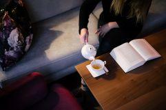 Relaxen bei einer Tasse Tee in der Lounge (c) Die West Werbeagentur (Trofana Royal)