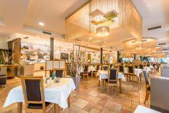 Restaurant mit Buffet (Riverresort Donauschlinge)