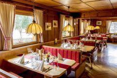 Restaurant mit gedeckten Tischen (Alpengasthof Zollwirt)