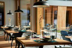 Restaurant mit wundervollem Ausblick im Hotel MorgenZeit (c) Youngmedia