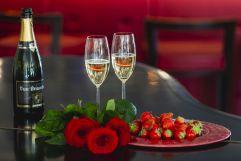 Romantik pur mit Erdbeeren und Sekt (c) Tiberio Sorvillo (Hotel Golserhof)