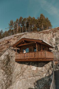 romantische Holzhütte im Berg (c) MEREL VAN POORTEN (NIDUM)