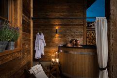 Romantische Nächte zu zweit im Badezuber verbringen (c) Fotostudio Wälder (Alpzitt Chalets)
